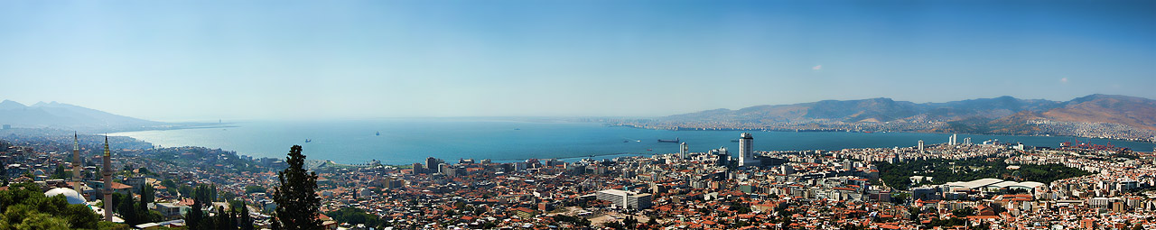 Izmir_panorama_from_Kadifekale